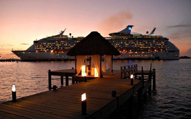 El muelle del hotel es un lugar ideal para cenas románticas