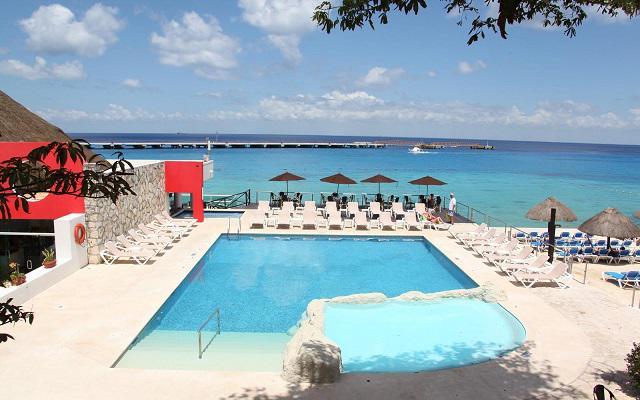El Cid La Ceiba Beach Hotel, disfruta de su alberca al aire libre