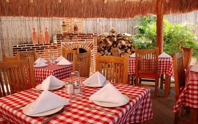 El Cid La Ceiba Beach Hotel, disfruta ricos menús de cocina italiana