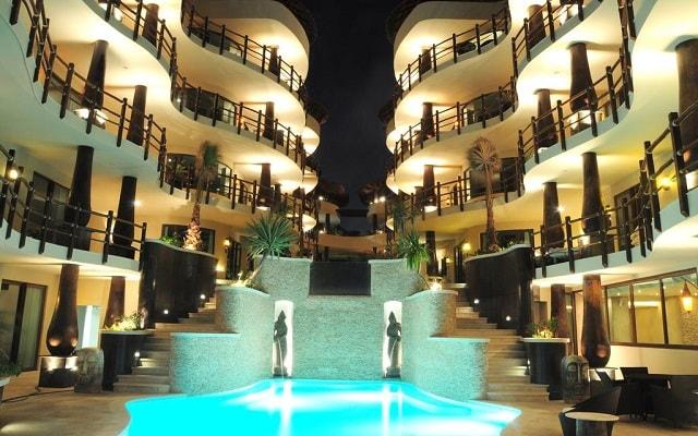 El Taj Ocean Front and Beachside Condo Hotel en Playa del Carmen