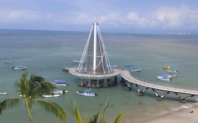 Emperador Vallarta Beachfront Hotel & Suites, a unos pasos del Muelle Los Muertos