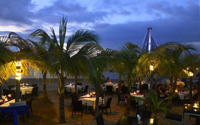 Emperador Vallarta Beachfront Hotel & Suites, atardecer romántico en Puerto Vallarta