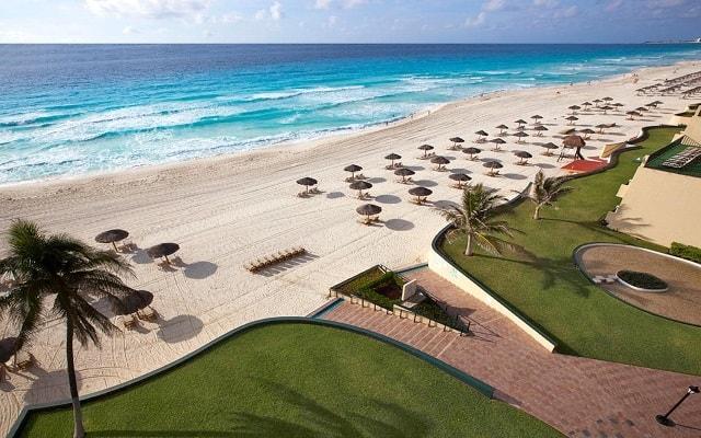 Emporio Hotel & Suites Cancún, instalaciones en la playa para tu comodidad
