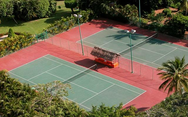 Emporio Ixtapa, canchas de tenis