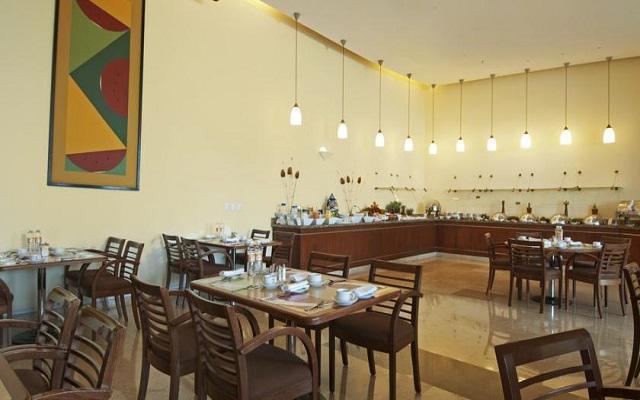El restaurante Café La Fiesta te ofrece un menú de comida internacional y mexicana