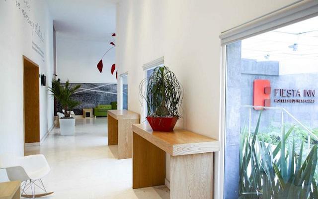 Dispone de instalaciones modernas de estilo minimalista