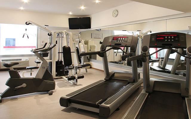 Gimnasio equipado para tus ejercicios