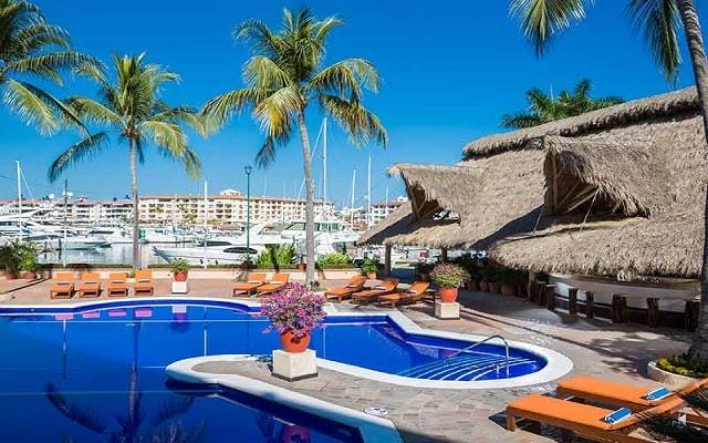 Flamingo Vallarta Hotel y Marina, disfruta de su alberca al aire libre