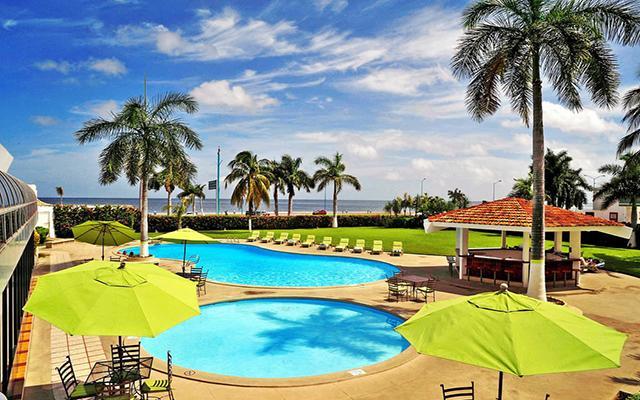 Gamma de Fiesta Inn Campeche Malecon, disfruta de su alberca al aire libre