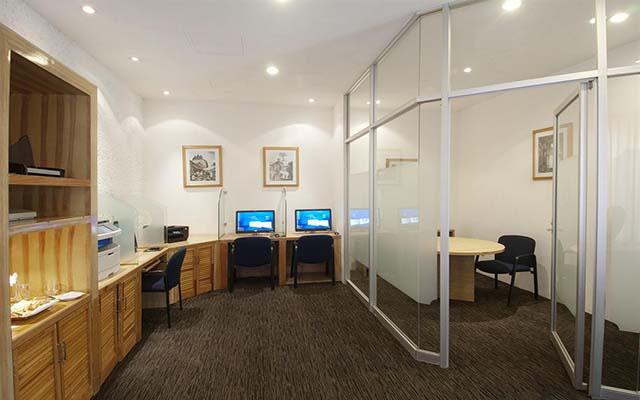 Si viajas por trabajo en hotel posee un centro de negocios