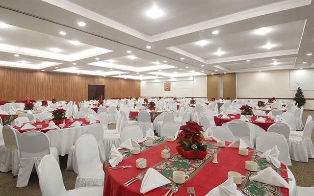 Cuenta con salón para eventos hasta para 400 personas