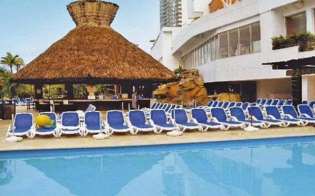 Gran Plaza Hotel Acapulco, prueba una rica bebida en el pool bar