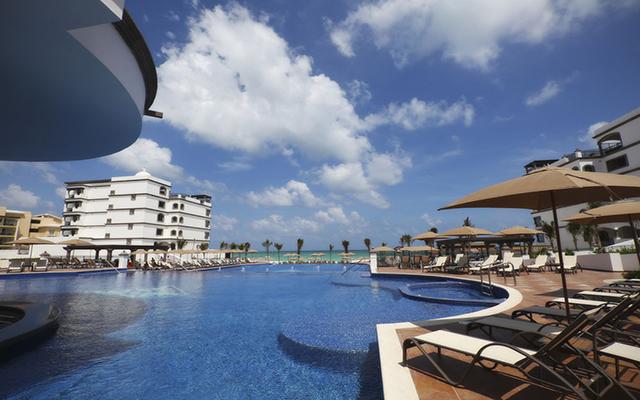 Grand Residences Riviera Cancun Resort, disfruta de su alberca al aire libre
