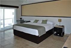 Habitación Suite con Jacuzzi del Hotel Coral Island Beach View Hotel