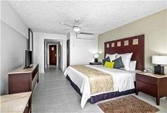 Habitación Suite de Una Recámara Vista al Jardín del Hotel El Cid La Ceiba Beach Hotel