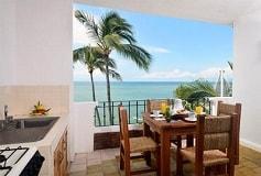 Habitación Jr Suite Cuádruple Vista Mar Cocineta Balcón WiFi del Hotel Emperador Vallarta Beachfront Hotel & Suites