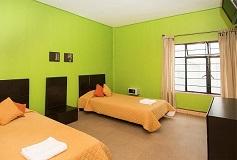 Habitación Estándar Twin con Balcón del Hotel Hostel Amigo Suites