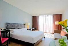 Habitación Altitude Una Cama King Vista Parcial al Mar del Hotel Hotel Altitude by Krystal Grand Punta Cancun-All Inclusive