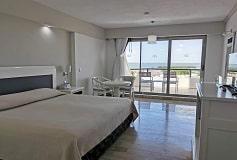Habitación Deluxe con Vista a la Laguna del Hotel Hotel Golden Parnassus Resort and Spa