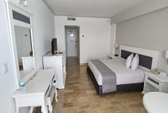 Habitación Deluxe con Vista al Mar del Hotel Hotel Golden Parnassus Resort and Spa