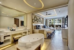 Habitación Luxury Suite con Terraza y Jacuzzi del Hotel Hotel Hideaway at Royalton Riviera Cancún Sólo Adultos