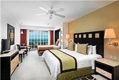 Habitación Estudio con Jacuzzi del Hotel Hotel Marina El Cid Spa and Beach Resort