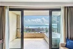 Habitación Luxury Suite Terraza y Jacuzzi del Hotel Hotel Royalton Riviera Cancún Resort and Spa