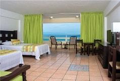 Habitación Luxury Junior Suite Frente al Mar con Balcón del Hotel Hotel San Marino Vallarta Centro Beachfront