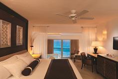 Habitación Royal Deluxe Vista Parcial al Mar del Hotel Le Blanc Spa Resort