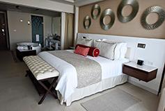 Habitación Luxury Suite Vista al Mar Terraza y Jacuzzi del Hotel Hotel Royalton Riviera Cancún Resort and Spa