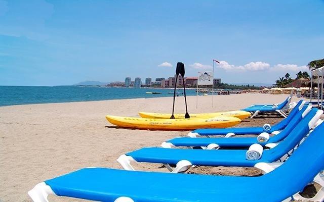 Hacienda Buenaventura Hotel Spa & Beach Club, asoléate en la comodidad de los camastros