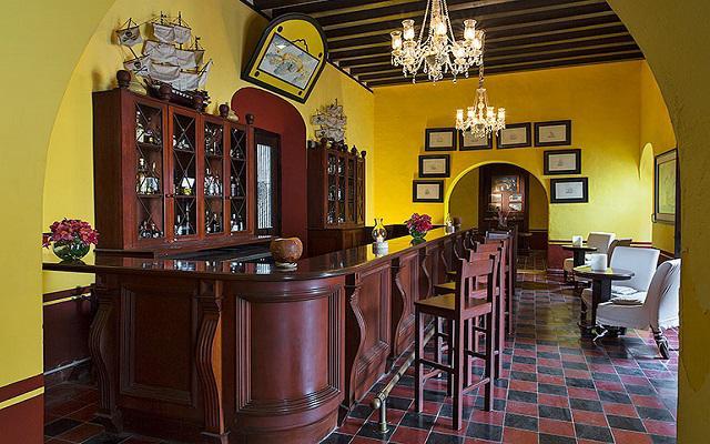 El lobby bar del hotel ofrece bebidas nacionales e internacionales