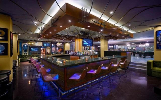 Hard Rock Hotel Cancún, disfruta una copa en el bar