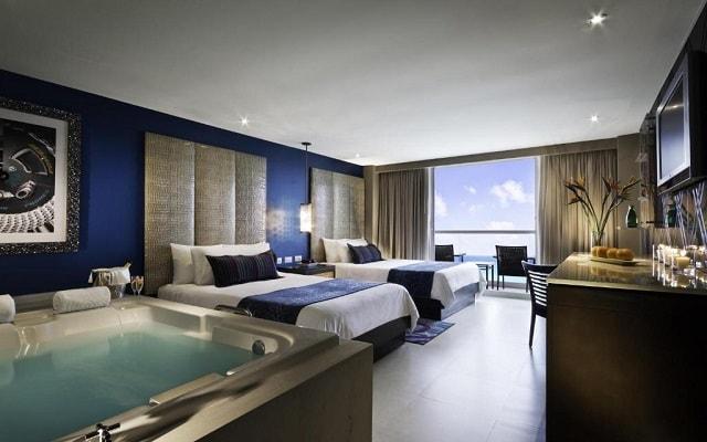 Hard Rock Hotel Cancún, disfruta el hidromasaje