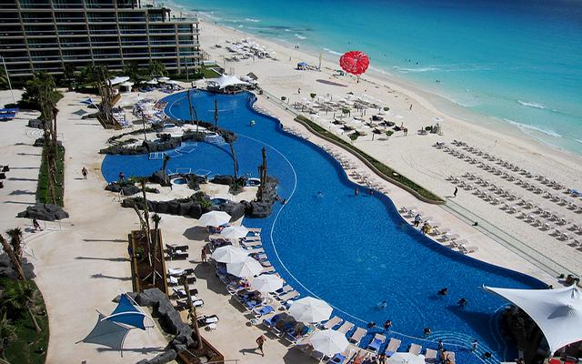 Hard Rock Hotel Cancún, disfruta de su alberca al aire libre
