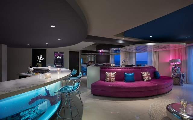 Hard Rock Hotel Vallarta, descansa en espacios acogedores