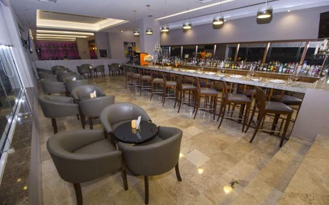 Hilton Garden Inn Veracruz Boca del Río, disfruta una rica bebida en el bar