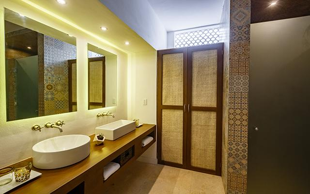Hotel HM Playa del Carmen posee habitaciones con amplios y muy modernos baños