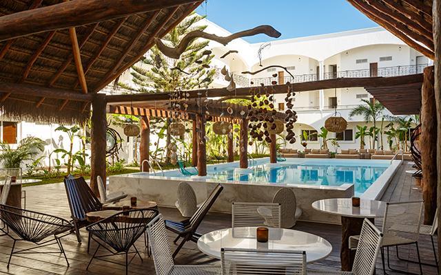 Hotel HM Playa del Carmen su  piscina tiene un horario de 9 de la mañana a 8 de la noche