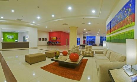Lobby del hotel Holiday Inn Express Manzanillo