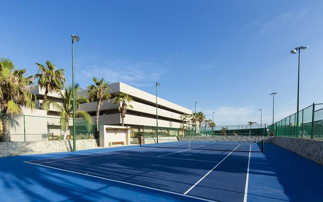 Hotel Holiday Inn Los Cabos dispone de tres canchas de tenis