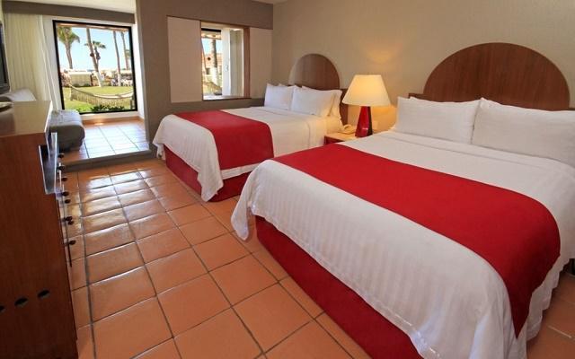 Hotel Holiday Inn Los Cabos posee decoración contemporánea