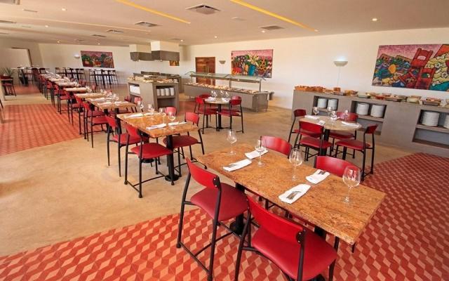 Hotel Holiday Inn Los Cabos disfruta de platillos de cocina internacional