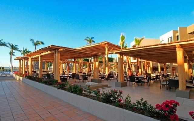 Hotel Holiday Inn Los Cabos posee 2 restaurantes