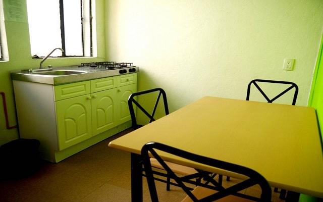 Hostel Amigo Suites, las suites cuentan con cocineta