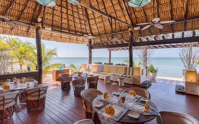 Aak-Bal Beach Condos by La Tour Hotels and Resorts, escenario ideal para tus alimentos