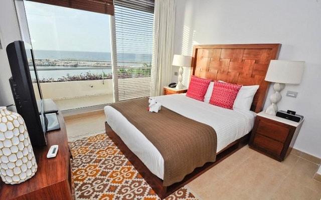 Aak-Bal Beach Condos by La Tour Hotels and Resorts, amplias y luminosas habitaciones
