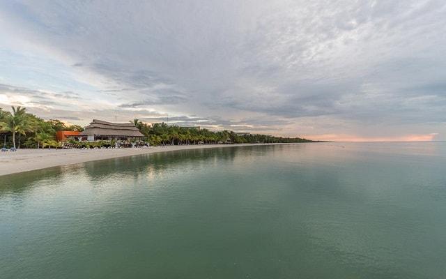 Aak-Bal Beach Condos by La Tour Hotels and Resorts, buena ubicación a pie de playa