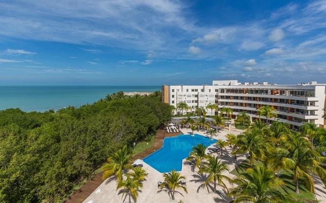 Aak-Bal Beach Condos by La Tour Hotels and Resorts, entorno natural