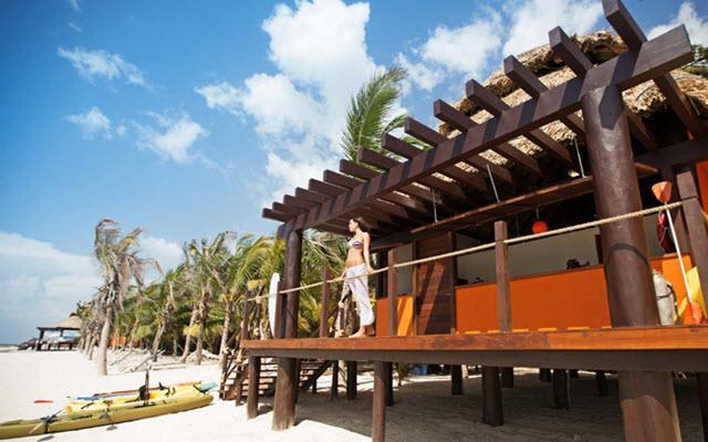 Aak-Bal Beach Condos by La Tour Hotels and Resorts, admira la belleza del mar